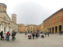 Vista panoramica della piazza Prampolini di del Duomo della piazza ora in Reggio nell'Emilia fotografie stock
