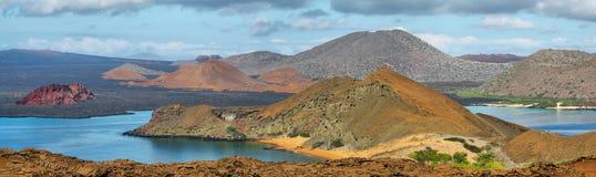 Vista panoramica della roccia e dei dintorni del culmine in Bartolome fotografia stock
