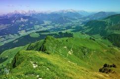 Vista panoramica della sommità dal picco di Kitzbuhel, Tirolo, Austria Immagini Stock Libere da Diritti