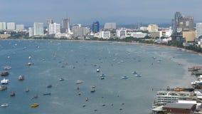 Vista panoramica della spiaggia della città di Pattaya e del golfo del Siam in Tailandia La Tailandia, Pattaya, Asia archivi video