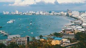 Vista panoramica della spiaggia della città di Pattaya e del golfo del Siam in Tailandia La Tailandia, Pattaya, Asia video d archivio