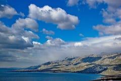 Vista panoramica della spiaggia della montagna di Velebit Fotografia Stock