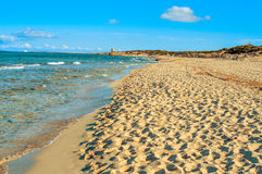 Vista panoramica della spiaggia di es Cavallet, nell'isola di Ibiza, la Spagna immagine stock libera da diritti