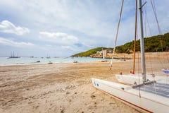 Vista panoramica della spiaggia vicino a Pacha, isola di Ibiza di Ibiza fotografia stock