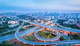 Vista panoramica della strada di scambio della città fotografia stock