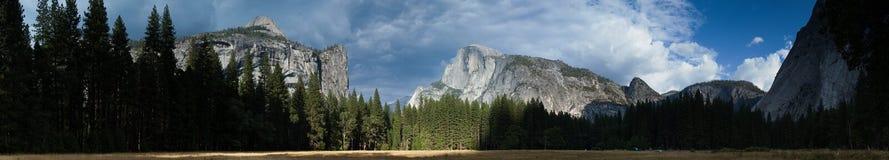 Vista panoramica della valle di Yosemite Immagine Stock