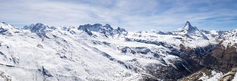 Vista panoramica delle alpi e del Cervino svizzeri Fotografia Stock