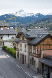 Vista panoramica delle alpi e di San-Gervais-les-Bains francesi Fotografia Stock