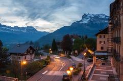 Vista panoramica delle alpi e di San-Gervais-les-Bains francesi Immagini Stock