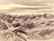 Vista panoramica delle alpi innevate Immagine Stock Libera da Diritti