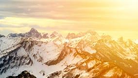 Vista panoramica delle alpi innevate sul tramonto Fotografia Stock Libera da Diritti