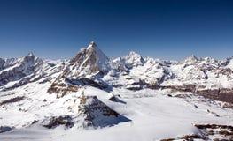 Vista panoramica delle alpi nella regione di Bernese Oberland Fotografia Stock