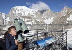 Vista panoramica delle alpi occidentali Paesaggio italiano di estate di Mont Blanc del lato Mont Blanc è il più alto picco delle  Immagine Stock