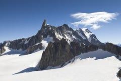 Vista panoramica delle alpi occidentali Paesaggio italiano di estate di Mont Blanc del lato Mont Blanc è il più alto picco delle  Fotografia Stock Libera da Diritti