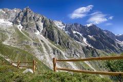 Vista panoramica delle alpi occidentali Paesaggio italiano di estate di Mont Blanc del lato Mont Blanc è il più alto picco delle  Fotografie Stock
