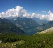 vista panoramica delle alte montagne e di un lago Immagine Stock Libera da Diritti
