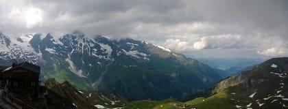Vista panoramica delle montagne Immagini Stock