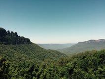 Vista panoramica delle montagne blu Tre sorelle Fotografia Stock
