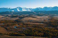 Vista panoramica delle montagne della cresta di Altai-Chuya, Siberia ad ovest Fotografia Stock