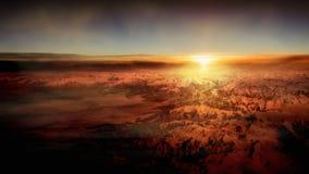 Vista panoramica delle montagne della neve durante il tramonto Immagini Stock