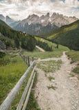 Vista panoramica delle montagne delle alpi Immagini Stock Libere da Diritti