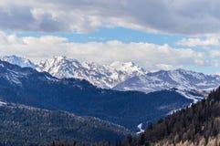 Vista panoramica delle montagne delle alpi delle dolomia vicino a Trento in Italia Immagine Stock