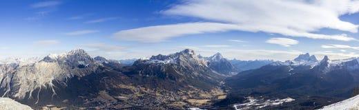 Vista panoramica delle montagne delle dolomia Fotografia Stock