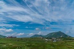 Vista panoramica delle montagne di estate Immagini Stock Libere da Diritti