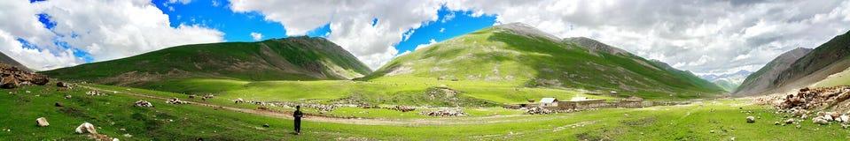 Vista panoramica delle montagne di Lulusar Dudipatsar Fotografia Stock