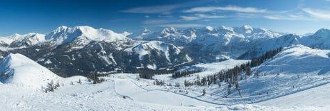 Vista panoramica delle montagne di Snowy Fotografia Stock