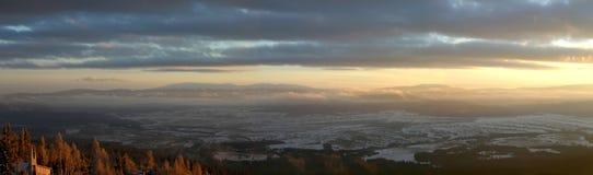 Vista panoramica delle montagne di Tatra nelle prime ore del mattino. Fotografia Stock
