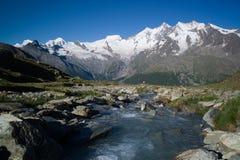 Vista panoramica delle montagne nella tassa di Saas Immagini Stock Libere da Diritti