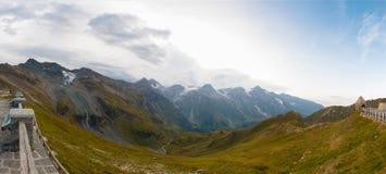 Vista panoramica delle montagne superiori accanto a Grossglockner e al Pasterze in alpi austriache Immagine Stock Libera da Diritti