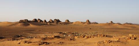 Vista panoramica delle piramidi a Meroe immagini stock libere da diritti