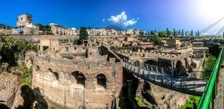 Vista panoramica delle rovine romane antiche di Ercolano fotografie stock libere da diritti