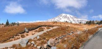 Vista panoramica delle tracce più piovose di Mt un bello giorno di autunno Fotografie Stock