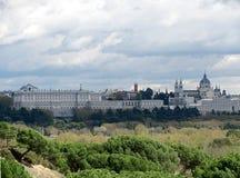 Vista panoramica di Almudena Cathedral e di Royal Palace a Madrid, Spagna Immagine Stock Libera da Diritti