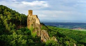 Vista panoramica di alta risoluzione del castello medievale Girsberg Fotografie Stock