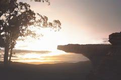 Vista panoramica di alta scogliera con paesaggio verde Fotografia Stock Libera da Diritti