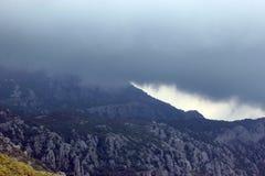 Vista panoramica di alte montagne verdi nel Montenegro Fotografia Stock Libera da Diritti