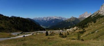 Vista panoramica di bello paesaggio della montagna della dolomia nel passaggio del sud strada di Pordoi/del Tirolo Immagine Stock Libera da Diritti