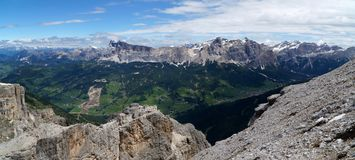 Vista panoramica di bello paesaggio della montagna della dolomia nel Tirolo del sud Immagini Stock Libere da Diritti
