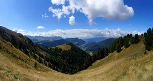 Vista panoramica di bello paesaggio della montagna della dolomia nel Tirolo del sud Immagine Stock