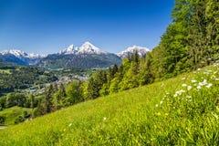 Vista panoramica di bello paesaggio nelle alpi bavaresi con Katzmann Immagini Stock Libere da Diritti