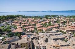 Vista panoramica di Bolsena. Il Lazio. L'Italia. Immagini Stock Libere da Diritti