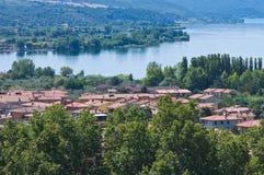 Vista panoramica di Bolsena. Il Lazio. L'Italia. Immagine Stock