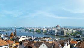 Vista panoramica di Budapest della costruzione del Parlamento e di Danubio Fotografia Stock