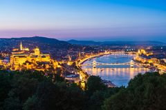Vista panoramica di Budapest a penombra fotografie stock libere da diritti