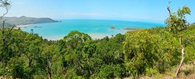 Vista panoramica di capo Hillsborough con l'isola del cuneo e la scogliera i Fotografia Stock Libera da Diritti