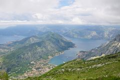 Vista panoramica di Cattaro e della baia di Cattaro, Montenegro Immagine Stock